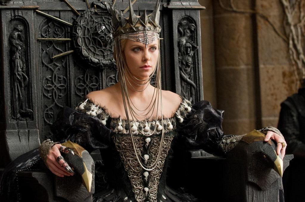 Blanche Neige et le Chasseur - La Reine sur son trône