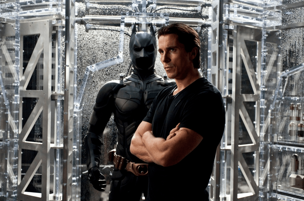 The Dark Knight Rises - Bruce Wayne et son costume de Batman
