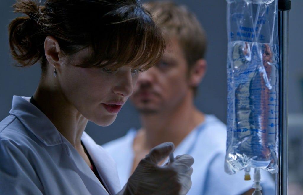 Bourne Legacy - Dr. Marta Shearing au travail pour Outcome