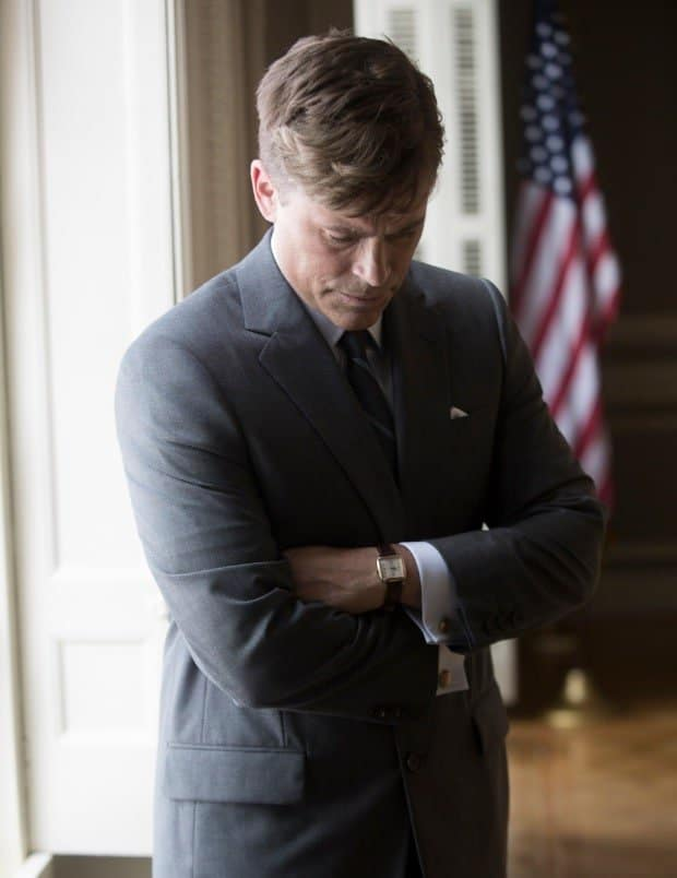 Crédit photo: Photo by Kent Eanes / National Geographic Channel Descriptif: première photo de Rob Lowe dans le rôle du président John F. Kennedy sur le tournage du documentaire de National Geographic Channel « Killing Kennedy »