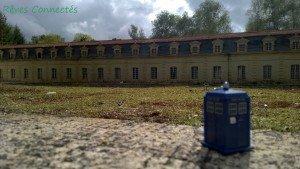 Chronique d'un anniversaire sous le signe de Doctor Who, après avoir vu en famille les 8 saisons de la nouvelle série. The Majestic Tale (Of a Madman in a Box). 42