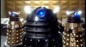 Chronique d'un anniversaire sous le signe de Doctor Who, après avoir vu en famille les 8 saisons de la nouvelle série. The Majestic Tale (Of a Madman in a Box). 18