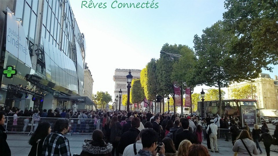 Descendants Avant premiere parisienne Bus Dove Cameron WP_20150923_001