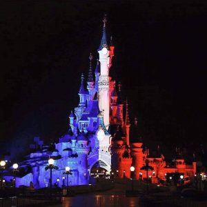 Even closed #DisneylandParis pays tribute to #ParisAttacks every night #NousSommesUnis #IAE15 Photo: @DCentralPlaza