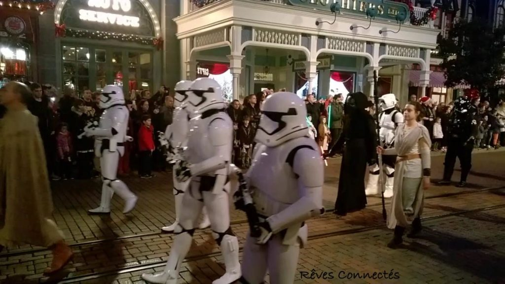 Star Wars Le Reveil de la Force - La parade Disneyland Paris Star Wars Night