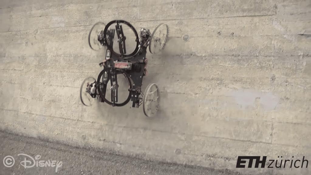 Vertigo, le robot Disney qui grimpe aux rideaux... aux murs.