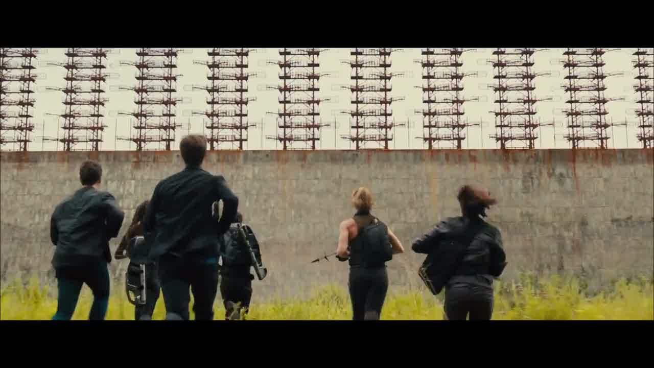 Les Divergents devant le mur
