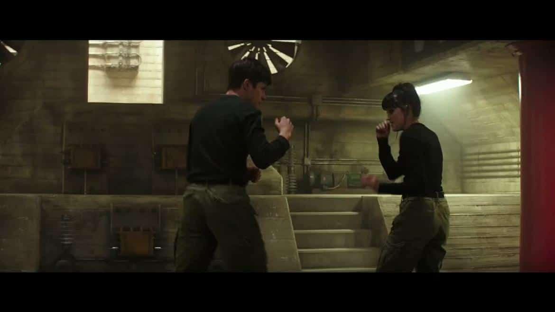 Ringer (Maika Monroe) et Ben Parish (Nick Robinson)