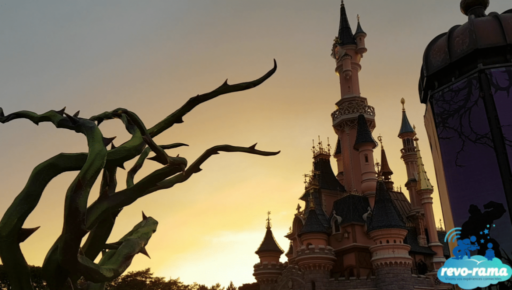 revorama-pokemon-go-plus-halloween-disneyland-paris