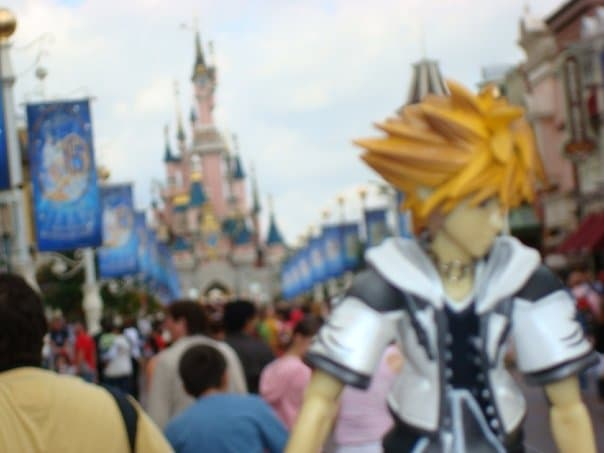 sora_from_kingdom_hearts_in_disneyland